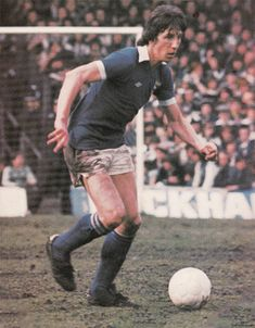 Paul Mariner of Ipswich Town in Retro Football, Football Cards, Football Soccer, Football Players, Paul Mariner, Ipswich Town Fc, Image Foot, Class Games, Blue Army