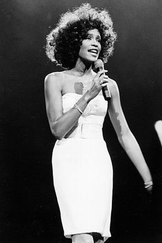 to honor the memory and talent of Whitney Houston.I still can't believe she is gone even after 3 years.I still can't bear to watch or see pictures of her funeral. Whitney Houston Pictures, Star Trek Posters, Vintage Black Glamour, Vintage Style, Prom Queens, Beverly Hilton, Music Images, Mariah Carey, Black History