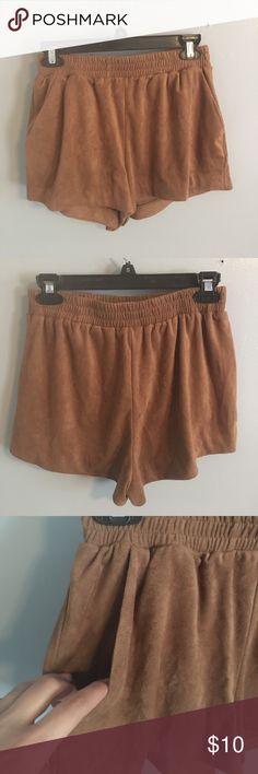 Brown suede flowy shorts NWOT Brown/Camel colored faux suede flowy shorts with pockets, super cute with some booties or gladiator sandals for almost all seasons. Size small with an elastic waist. Forever 21 Shorts