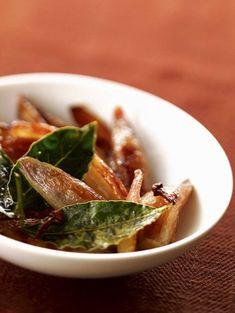 Een heerlijk en makkelijk recept: gekarameliseerde sjalotten. Lekker voor erbij en zowel warm of koud te serveren.