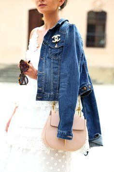 dress: Self Portrait // bag: Chloé (similar here) // sandals: Schutz (similar here) // denim jacket: (get here&similar here) // brooch: Chanel //… Chanel Fashion, Denim Fashion, Love Fashion, Fashion Outfits, Womens Fashion, Look Street Style, Street Chic, Estilo Coco Chanel, Looks Style
