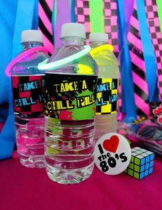Awesome 80's party - water bottle with glow in the dark bracelet