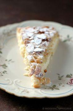 Klassiker aus Italien: Torta Della Nonna (Deckschicht aus Mandeln und Pinien, Vanillecreme mit hauchzarter Zitrusnote, dünner Mürbteig)