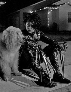 Johnny Depp in Edward Scissorhands Estilo Tim Burton, Tim Burton Art, Tim Burton Films, Johnny Depp Edward Scissorhands, Tim Burton Personajes, Film Aesthetic, Aesthetic Style, Beetlejuice, Movies Showing