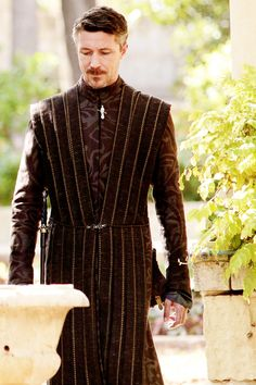 Petyr Baelish // New still from Cripples, Bastards, and Broken Things ( x ) Him and all his sexy Peter Baelish, Lord Baelish, Ramsey Bolton, Arte Game Of Thrones, Aidan Gillen, John Boy, Got Characters, Theatre Costumes, Sansa Stark