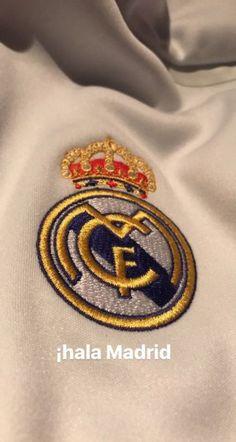 Real Madrid Cr7, Real Madrid Logo, Real Madrid Players, Real Madrid Wallpapers, Sports Wallpapers, Disney Tapete, Ronaldo Jersey, Real Madrid Football Club, Soccer Art