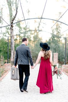 Check out this timeless engagement photography shoot with 1940's inspired details!