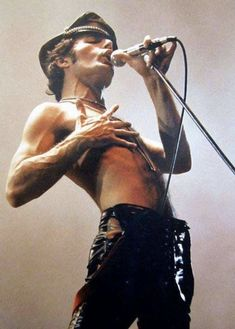 Super music rock and roll freddie mercury ideas Queen Freddie Mercury, Queen Mercury, Freddie Mercury Last Photo, John Deacon, Rock And Roll, Brian May, Rolling Stones, Beatles, Rock Bands