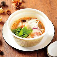 人気のエスニック料理「トムヤムクンのフォー」が登場です(^^)生のパクチーやナンプラーが入っていて、本格的な味わいです♪ http://lawson.eng.mg/f681d