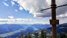 der Palnock wird seinem Ruf als Aussichtsgipfel mehr als gerecht. Der Tiefblick von einem knapp neben dem höchsten Punkt liegenden Vorgipfel zum Millstätter See und ins Drautal lässt sich nur in Superlativen beschreiben. Die Sicht reicht biszu den Karawanken, den Julischen und Gailtaler Alpen mit dem markanten Dobratsch, zu den Karnischen Alpen und über den Nationalpark Nockberge hinweg zu den östlichsten Dreitausendern der Hohen Tauern mit ihren  Gletschern. #wandern #nockberge #gipfel…