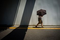 Quirky and Extraordinary Street Photos of Japan by Shin Noguchi #photography #street #urban #cinematic #Japan