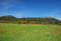 Wędrując po terenie Parku Narodowego Gór Stołowych możemy uwiecznić za pomocą aparatu piękne widoki. Tutaj widzimy jak autor blogu przedstawił Szczeliniec od strony Karłowa. A może Wy także macie podobne zdjęcia, którymi chcielibyście się pochwalić?