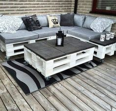 Use Pallet Wood Projects to Create Unique Home Decor Items Pallet Garden Furniture, Diy Outdoor Furniture, Furniture Projects, Home Furniture, Garden Pallet, Furniture Cleaning, Garden Sofa, Wooden Furniture, Furniture Plans