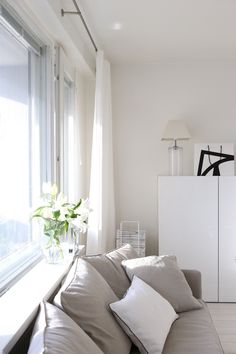 Homevialaura | living room | white linen curtains | Mixrack | Showroom Finland | Tapio Anttila