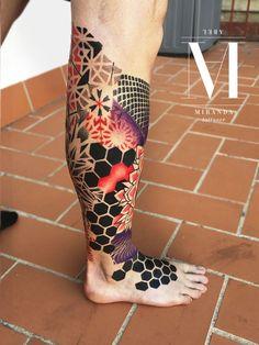 Artist ABEL MIRANDA Φ Info & Citas: 93 2506168 - E-mail: info @ logiabarc . - Des tatouages encore et encore - Tattoo - Tatouage Hexagon Tattoo, Geometric Sleeve Tattoo, Leg Sleeve Tattoo, Best Sleeve Tattoos, Arm Band Tattoo, Body Art Tattoos, Geometric Tattoos Men, Mandala Tattoo, Trendy Tattoos