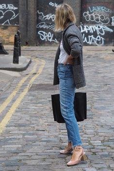 I may be speaking too soon...shortly after this shoot it turned pretty glacial in London. Spring Fashion Outfits, Denim Fashion, Fashion 2017, Womens Fashion, The Frugality, Jeans And Converse, Professional Attire, Work Wear, Nice Dresses