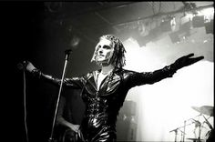 peretz in 1989 ~ Perry Farrell, Jane's Addiction, Dark Fashion, My Music, Goth, London, Concert, Retro, Style