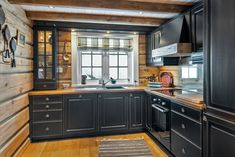 Chalet Interior, Interior Exterior, Cozy Kitchen, New Kitchen, Cabin Homes, Log Homes, Log Cabin Kitchens, Barn Apartment, Diy Kitchen Remodel
