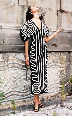 Mara Hoffman Spring 2020 Ready-to-Wear Fashion Show - Vogue 80s Fashion, Fashion 2020, High Fashion, Vintage Fashion, Fashion Tips, Fashion Design, Fashion Black, London Fashion, Korean Fashion