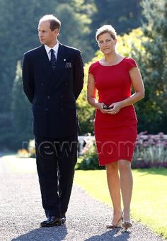 Prince Edward and his wife Sophie, Countess of Wessex, walk at Rideau Hall in Ottawa 11 Sept 2012