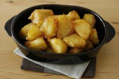 Kofuki Imo - Soy Sauce, Butter, & Sugar On Potatoes Japanese Side Dish, Japanese Food, Japanese Recipes, Butter Potatoes, Pasta Sides, Winter Dishes, Asian Recipes, Ethnic Recipes, English Food