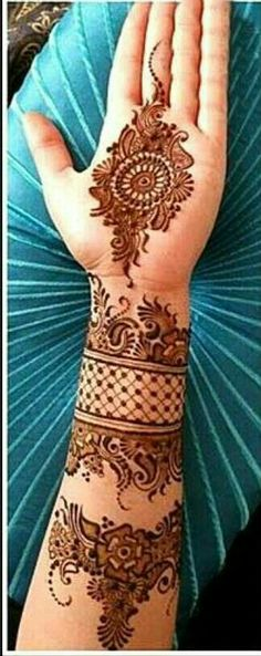 Rich Indian tradition is all about celebrating festivals with great fervor. And, it is also about decorating hands by wearing a trendy mehndi design. So, take a look at 15 charming and pretty mehndi designs which are simple and sophisticated. Mehandi Designs, Arabic Mehndi Designs, Bridal Mehndi Designs, Henna Tattoo Designs, Bridal Henna, Tattoo Ideas, Circle Mehndi Designs, Henna Tattoos, Mehndi Tattoo