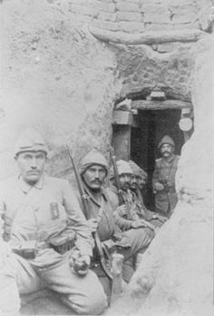 Turkish soldiers in a covered shelter at Kanle Sirt. Copied from 'Gallipoli Bedeutung und . Turkish Soldiers, Turkish Army, World War One, First World, Gallipoli Campaign, Shelter, Turkish People, History Images, History Pics