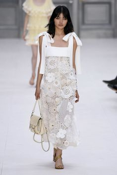 Chloé Ready-to-Wear Spring 2017 Fashion 2017, Runway Fashion, Fashion Show, Fashion Dresses, Fashion Looks, Fashion Design, Dresses Dresses, Street Fashion, Dress Outfits