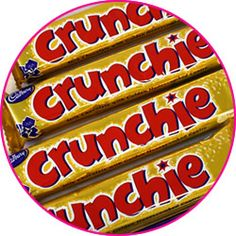 Cadbury's Crunchie Get that Friday feeling! Sweet crunchy honeycomb wrapped in creamy cadburys milk chocolate - a Cadburys classic that after all these years is still incomparable to anything else. Smarties Chocolate, Cadbury Dairy Milk Chocolate, Retro Sweet Shop, Cadbury Crunchie, Canadian Things, Retro Sweets, Chocolate Heaven, Friday Feeling, Honeycomb