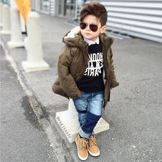 Cute Baby Boy Outfits, Cool Baby Clothes, Toddler Boy Fashion, Little Boy Fashion, Outfits Niños, Kids Outfits, Cute Baby Boy Photos, Stylish Little Boys, Baby Boy Hairstyles