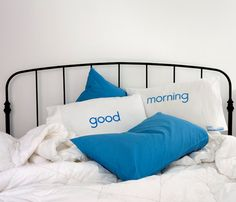{Talking Pillowcases} love these double-sided word pillowcases! great idea :)