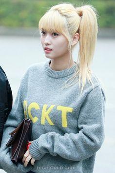 twice ♡ momo Nayeon, South Korean Girls, Korean Girl Groups, Blonde Asian, Chou Tzu Yu, Fandom, Dahyun, Hirai Momo, Angel Eyes