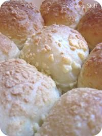 Six Sisters 3 Ingredient Easy Parmesan Rolls Recipe are so easy to make! #sixsistersstuff