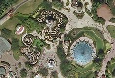 Encuentra todos los secretos ocultos en los parques y hoteles de Disneyland Paris. Un sinfín de curiosidades esperan ser descubiertas en las atracciones y decorados del mundo Disney.