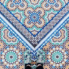 75005 - Place du puits de l'Ermite  #parisianfloors#ihavethisthingwithfloors#fromwhereistand#selfeet#feetmeetfloors#tiletheworld#paris#mosque#lagrandemosqueedeparis#floor#tiles#mosaic#carrelage#pattern#design#interiordesign#archi#shoes#sneakers#monsieurmoustache by parisianfloors