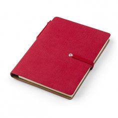 Calepins personnalisés à votre marquage Un petit calepin très pratique et personnalisé à votre marque pour vos clients ou vos collaborateurs.  Format proche du format A6 fermé à l'aide d'un élastique et doté d'un stylo à bille.  Couverture en éco-cuir PU doux et agréable au toucher  Le calepin contient 80 feuilles lignées (80g)  Chaque feuille possède un en-tête pour écrire la date et le jour de la semaine.  Dans la partie interne de la couverture se trouvent des post-it.  Le calepin est… Bille, Date, Flyers, Continental Wallet, Leaves, Custom In, Livres, Ruffles