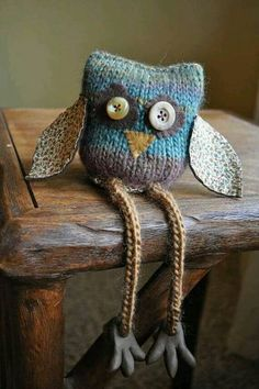 So darn cute! knitting, fabric and Amigurumi . Knitted Owl, Crochet Owls, Knitted Animals, Knitted Fabric, Knit Crochet, Knitting Projects, Crochet Projects, Knitting Patterns, Sewing Projects