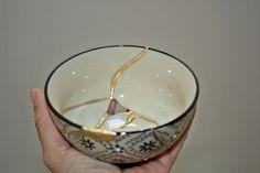 Kintsukuroi roto y reparado. Kintsugi, Bowls, Oriental, Etsy, Tableware, Tinkerbell, Porcelain Ceramics, Objects, Presents