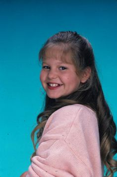 """History of the Bangs - Decade Candace Cameron Bure said of the popular teased-bangs look that she and other Full House cast members wore: """"You know, in ten . Full House Season 1, Full House Cast, Full House Tv Show, Dj Tanner, 80 Tv Shows, New Shows, Candace Cameron Bure, Tv Seasons, Fuller House"""
