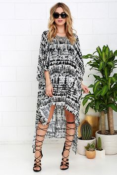 0577d8a6c0552 Resort Rendezvous Ivory and Black Print Cover-Up at Lulus.com! Kaftan  Designs