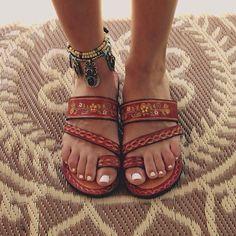 Sandals, the ultimate summer shoes and how to wear them Sandalen, die ultimativen Sommerschuhe Hippie Stil, Estilo Hippie, Boho Stil, Crazy Shoes, Me Too Shoes, Looks Hippie, Mode Shoes, Shoes 2017, Quoi Porter