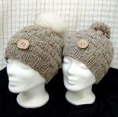 Knopferl-Mütze, liebevoll von Hand gestrickt aus hochwertigster Markenwolle