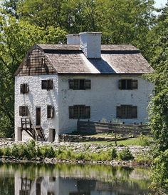 dutch colonial architecture with stucco sides | Guide to Colonial American House Styles, 1600 - 1800