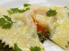 Ravioli in Uovo (with oozy egg and smoked salmon) by Michela Chiappa from Simply Italian. You had me at oozy. Smoked Salmon And Eggs, Smoked Salmon Recipes, Salmon Eggs, Fish Dishes, Pasta Dishes, Chefs, Wow Recipe, Pasta Casera, Ravioli Recipe