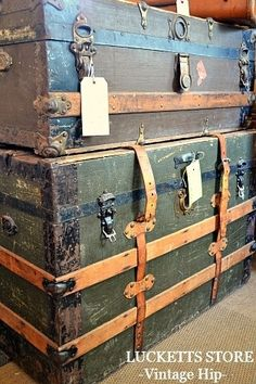 vintage trunks Old Lucketts Store - Fresh Off the Wagon, this looks like mine but in better condition. Antique Trunks, Old Trunks, Vintage Trunks, Trunks And Chests, Vintage Suitcases, Vintage Luggage, Home Design Decor, House Design, Steamer Trunk