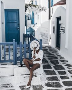 Town  Spent the evening in the little town, so cozy! Have a great night loves  #mykonos #mikutatravels