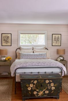 Modern farmhouse style combines the traditional with the new makes any space super cozy. Discover best rustic farmhouse bedroom decor ideas and design tips. Modern Farmhouse Bedroom, Comfy Bedroom, Farmhouse Master Bedroom, Master Bedroom Design, Home Decor Bedroom, Bedroom Ideas, Rustic Farmhouse, Farmhouse Ideas, Farmhouse Design