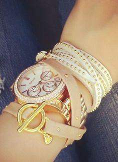 Tori Leather Wrap Bracelet Pulseirismo Pulseira couro tachinhas Golden studs watch   Instagram: @misspinkbrazil