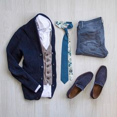 Follow @inisikpe for daily style #suitgrid to be featured ____________________ #SuitGrid by @peterrerko ____________________ Tap For Brands #inisikpe Cardigan: @selected_homme Tie: @bubibubi_ties Denim: @pepejeans Shoes: @batashoes