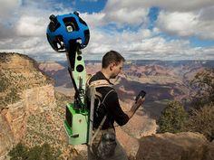 Ryan Falor, gerente de produto do Google Street View, usa mochila que permite captura de imagens panorâmicas para mapear Grand Canyon.